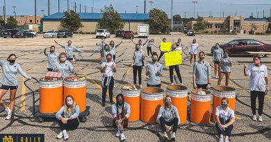 El soccer femenil recolecta 1,111 libras de alimento para el Banco de Alimentos del Norte de Indiana