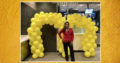 Joven latina asciende a gerente de operaciones en McDonald's